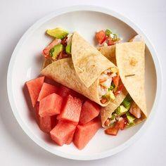Shrimp, Avocado & Feta Wrap - Recipes Worth Trying - Gesunde Snacks Healthy Recipes, Lunch Recipes, Healthy Snacks, Healthy Eating, Clean Eating, Healthy Dishes, Detox Recipes, Seafood Recipes, Dinner Recipes