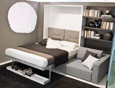 Bett mit Aluminiumrahmen hinter der Rücklehne