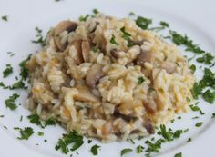 Pilaf de orez cu ciuperci Turkish Recipes, Ethnic Recipes, Romanian Food, Fried Rice, Risotto, Clean Eating, Eat Healthy, Healthy Nutrition, Clean Eating Foods