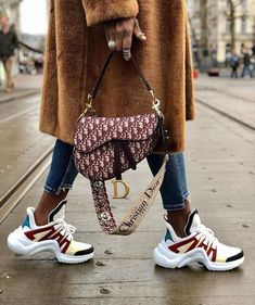 Wanna Look Radiant? Here's How To Splash Color On A Simple Outfit hijab remaja rok jeans Look Fashion, Fashion Bags, Luxury Fashion, Winter Fashion, Fashion Outfits, Fashion Handbags, Fashion Purses, Dior Handbags, Fashion Clothes