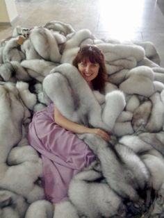 Fur Accessories, Fur Coats, Fur Fashion, Brown Hair, Jackets, Furs, Brown Scene Hair, Down Jackets, Fur Coat