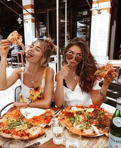 Besties & Pizza 🍕 Tag your BFF 👯♀️ from milenalesecret via . - Besties & Pizza 🍕 Tag your BFF 👯♀️ from milenalesecret via Staci Friedel …, - Bff Pics, Photos Bff, Cute Friend Pictures, Friend Photos, Best Instagram Photos, Friends Instagram, Disney Instagram, Instagram Photo Ideas, Instagram Summer