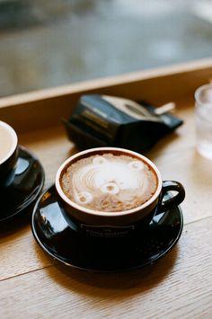 little bear latte art Coffee Menu, Coffee Latte, Espresso Coffee, Starbucks Coffee, Coffee Drinks, Coffee Cups, Coffee Barista, Black Coffee, Coffee Poster