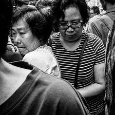 #wilsonhophotography #blackandwhite #street #urban #city #hongkong #people #streetphotography #crowded #gettingupclose #cantmove #apliustreet #shumshuipo #trapped #stuck #toomanypeople  / www.wilsonhophotography.com Urban City, Street Photography, Creativity, Faces, Photo And Video, Couple Photos, Couples, People, Instagram