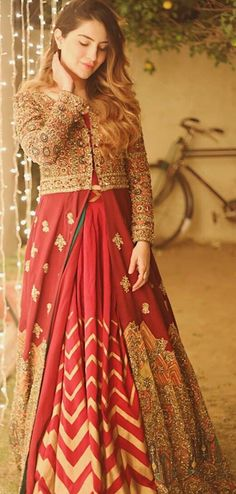 Party Wear Indian Dresses, Indian Wedding Outfits, Indian Outfits, Designer Blouse Patterns, Blouse Designs, Indian Designer Outfits, Designer Dresses, Saree Wedding, Wedding Bride