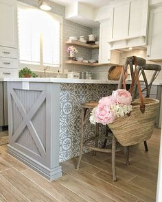 18 Unique Kitchen Island Ideas For Your Home - Home Design - lmolnar - Best Design and Decoration You Need Updated Kitchen, New Kitchen, Easy Kitchen Updates, Awesome Kitchen, 10x10 Kitchen, Layout Design, Modern Farmhouse, Classic Kitchen, Ikea