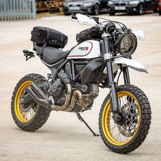 Learning to ride a bike is no big deal. Learning the best ways to keep your bike from breaking down can be just as simple. Dominator Scrambler, Ducati Scrambler Custom, Ducati Motorcycles, Scrambler Motorcycle, Moto Bike, Yamaha, Motorcycle Luggage, Motorcycle Gear, Enduro Vintage
