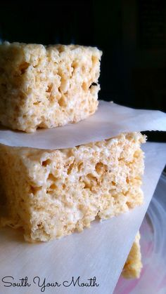 Best EVER Rice Krispie Treats These are THE best Rice Krispie Treats EVER! These aren't your plain-jane, back-of-the-box-recipe crispy rice treats. Rich and luxurious crispy rice treats with extra butter, vanilla and double the marshmallows. Köstliche Desserts, Delicious Desserts, Dessert Recipes, Popcorn Recipes, Plated Desserts, Yummy Treats, Sweet Treats, Reis Krispies, How Sweet Eats
