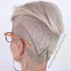 Kurz und Modernen Frisuren für Stilvolle Damen // #Damen #Frisuren #für #Kurz #Modernen #Stilvolle