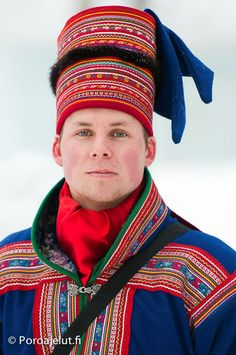 Sami man in traditional dress, Lapland Finland ref: Poroajelut. We Are The World, My People, People Around The World, Finland Culture, Lapland Finland, Costumes Around The World, Beauty Around The World, Folk Costume, Interesting Faces