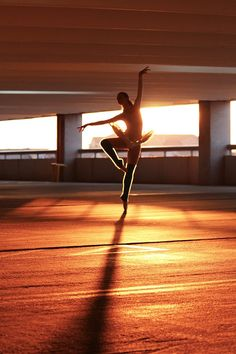 Photographer: Kristopher Grubbs Dancer: Savanna Rose #ballet #ballerina #dancewear #pointe #kristophergrubbs #kri5tagram #pointeshoes #enpointe #leotard #balletlove #balletphotography #balletshoes #shadow #sunset #magichour #goldenhour #pose #figure #ballettutu #tutu #dance #dancer #balletdancer
