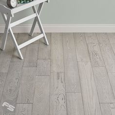 A stunningly beautiful modern take on engineered wood flooring and the ultimate proof that sophistication and a rustic tone can go hand in hand to create a flooring that will enhance the look of any property. Loft Polar Oak has cool stone tones, a medium