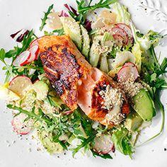 Sałatka z łososiem i awokado - Przepis