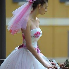 un tocco di colore...per chi ama le sfumature dei fiori...(Abito Domo Adami)  Vi aspettimo per scegliere con voi l'abito che avete sempre sognato... www.tosettisposa.it #wedding #weddingdress #tosetti #abitidasposo #abitidacerimonia #abiti  #tosettisposa #abitidasposa #nozze #bride #alessandrotosetti #carlopignatelli #domoadami #nicole #pronovias #AlessandraRinaudo #l'abitodeisogni # زواج #брак #فساتين زفاف #Свадебное платье #حفل زفاف في إيطاليا #Свадьба в Италии