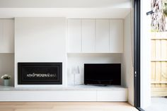 Best Fireplace TV Wall Ideas – The Good Advice For Mounting TV above Fireplace Tv Above Fireplace, Home Fireplace, Living Room With Fireplace, Fireplace Design, Modern Fireplaces, Small Living Rooms, Home Living Room, Living Room Designs, Home Interior
