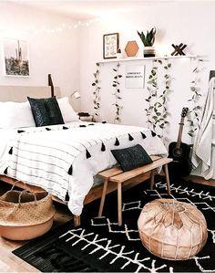 Tumblr Bedroom Decor, Boho Bedroom Decor, Room Ideas Bedroom, Home Bedroom, Boho Teen Bedroom, Boho Decor, Bedroom Ideas For Teens, Bright Bedroom Ideas, Bedroom Black