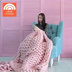 The Fastest And Easiest Crochet Baby Blanket You'll Ever Make! This crochet blanket for babies is a beginner-friendly free crochet pattern and can be done in about hours. Finger Knitting, Arm Knitting, Knitting Patterns, Crochet Patterns, Finger Crochet, Hand Knit Blanket, Chunky Blanket, Knitted Blankets, Chunky Yarn