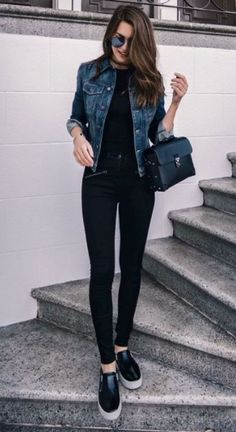 25 Charming Casual Women Work Outfits - My Daily Pins 25 Charming Casual Women Work Outfits - My Daily Pins. Spring Work Outfits, Casual Work Outfits, Mode Outfits, Work Casual, Chic Outfits, Fashion Outfits, Spring Outfits Women Casual, Simple Outfits, Trajes Business Casual