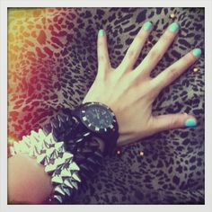 Pulsera puas plateadas  Pulsera puas negras Class Ring, Rings, Jewelry, Style, Bangle Bracelets, Accessories, Swag, Jewlery, Jewerly