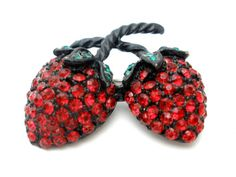 Vintage-Strawberry-Brooch-Red-Rhinestone-Weiss-Sash-Ornament-Hair-Jewelry-Pin