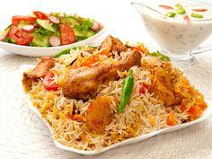 How to make Chicken Biryani. Easy and simple Chicken Biryani Recipe. Some consider biryani to be an overwhelming dish. Iftar, Dum Biryani, Frango Tandoori, Pollo Tandoori, Kabsa Recipe Chicken, Chicken Recipes, Biryani Chicken, Chettinad Chicken, Dinner Ideas