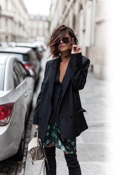 Discover the details that make the difference of the best unique people with a lot of Mode Outfits, Fashion Outfits, Woman Outfits, Black Haircut Styles, Cut And Style, My Style, Cooler Look, Mode Blog, Estilo Boho