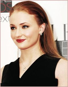 Sophie Turner looking all ladylike and glamorous!