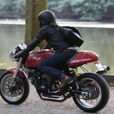 Ducati Classic Sport monoposto Distinguished Gentleman's ride Ducati Desmo, Moto Ducati, Ducati Cafe Racer, Ducati Motorcycles, Cafe Racer Motorcycle, Moto Guzzi, Ducati Sport Classic, Classic Bikes, Ducati Sport 1000