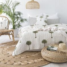 14 tropische Schlafzimmer, in denen Sie das Gefühl haben, in der Great Ou zu sc… 14 tropical bedrooms that make you feel like you're sleeping in the Great Ou – Bedroom – the Interior, Home Bedroom, Bedroom Design, Home Decor, House Interior, Bedroom Inspirations, Room Decor, House Interior Decor, Tropical Bedrooms