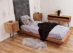Un lit en bois de récupération avec les pieds déportés qui lui donne une légèreté. Une tête de lit en cuir capitonné. Deux chevets metal et bois assortis au chiffonnier très contemporain. Deux suspensions bonnets viennent apporté une lumière tamisée à la chambre. Ces créations d'exception sont signé Sculpteurs du lac. Foyers, Sombre, Lounge, Couch, Bed, Sports, Furniture, Home Decor, Old Wood