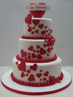 Love  this heart theme wedding cake :)