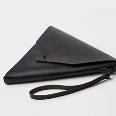 Nero Triangle Clutch