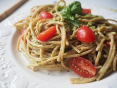 Celozrnné spaghetti s avokádovým pestem