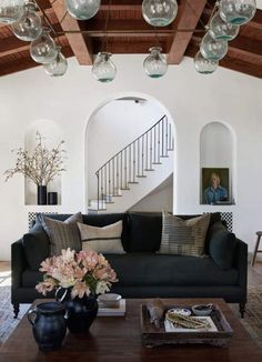 The full before and after reveal of Client What's The Story Spanish Glory, a Spanish-style home in California designed by Amber Lewis of Amber Interiors. Spanish Revival Home, Spanish Style Homes, Spanish Style Interiors, Spanish House, Decoration Inspiration, Interior Design Inspiration, New Interior Design, Style At Home, Renaissance Espagnole
