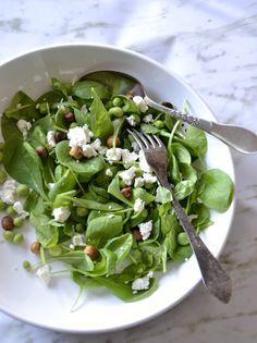 Salat med spinat, friske ærter