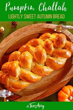 Pumpkin Challah – A mildly sweet, spice-scented challah. Beautifully braided bre… Pumpkin Challah – A mildly sweet, spice-scented challah. Perfect for Thanksgiving, Sukkot, or any autumn meal. Sukkot Recipes, Jewish Recipes, Pumpkin Recipes, Thanksgiving Recipes, Fall Recipes, Holiday Recipes, Holiday Meals, Breakfast And Brunch, Brunch Food