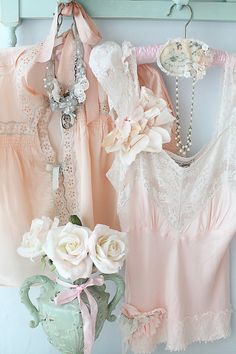 Pink and aqua Ana Rosa Shabby Style, Estilo Shabby Chic, Just Girly Things, Girly Stuff, Casual Styles, Style Feminin, Raindrops And Roses, Moda Formal, Vintage Outfits