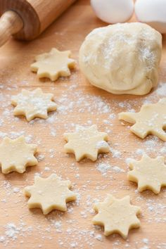 If you are making Christmas cookies or treats this year, you will need these holiday baking must-haves to ensure the process is as smooth as possible! Cut Out Cookies, How To Make Cookies, Cupcake Cookies, Sugar Cookies, Mexican Food Recipes, Sweet Recipes, Cookie Recipes, Dessert Recipes, Bolo Pullman