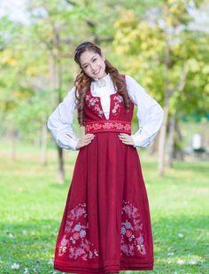 FINN – Festdrakt til dame Ethnic Fashion, Folklore, Dame, Fashion Dresses, Victorian, King, Traditional, Vintage, Style