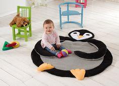 Heute nähen wir mal wieder etwas für die ganz Kleinen: Unsere Pinguin-Decke ist nicht nur super süß, sondern mit ihren Quietschen und der Knisterfolie ein echtes Erlebnis zum Erforschen und Spielen. Die Anleitung inklusive Schnittmuster findet Ihr im Blog: http://blog.buttinette.com/naehen/naehanleitung-pinguin-erlebnisdecke  #naehen #baby #babydecke