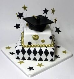 Graduation day is a very special day in everyone's life and the person wants to enjoy this occasion the most. Personalized Graduation Cakes for Boys and Girls. Graduation Decorations, Graduation Cake, Graduation Ideas, Happy Birthday Cake Images, Pastel Cakes, Congratulations Graduate, Square Cakes, Birthday Cake Decorating, Cupcakes