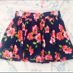 Hollister summer skirt Large but fits like a medium. Hollister Skirts Mini