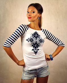 Tričko+s+3/4+rukávom+-+Blue+Folk+Šité+tričko+z+dielne+LucLac+s+potlačou.+Možnosť+objednávky+akejkoľvek+veľkosti+-+šijeme+na+mieru+materiál+:+bavlna/elastan+Potlač:+Ide+o+techniku+potlače+bavlnených+tričiek+transferovou+fóliou.+Je+to+veľmi+kvalitná+potlačovacia+fólia+nemeckej+výroby,+ktorá+je+na+tričko+aplikovaná+cez+lisovací+stroj+pod+vysokou+teplotou+a+veľkým+tlakom....