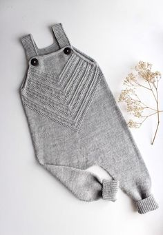 Baby knit romper, grey hand knitted pants for baby boy, coming home outfit, knit one piece for baby girl Knit Baby Sweaters, Knitted Baby Clothes, Knitted Romper, Knitting For Kids, Baby Knitting Patterns, Hand Knitting, Beginner Knitting, Knit Baby Booties, Coming Home Outfit