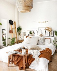 House Interior, Bedroom Decor, Room Ideas Bedroom, Bedroom Interior, Cheap Home Decor, Interior, Room Inspiration Bedroom, Home Decor, Cozy Room Decor
