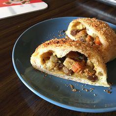 焼きカレーパンのその後。 by mosnogohanさん   レシピブログ - 料理ブログのレシピ満載! 初焼きカレーパンのあと次の焼きカレーパンのために相方のお昼をカレーうどんにする。そして1週間後、再び焼いてみた。<焼きカレーパン> 6コ分*酵母元種80、水130(70%)*粉200(リス30+強17...