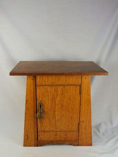 Oak Arts & Crafts Smokers Cabinet / Pipe Cabinet (121205-055-1 / 12-11906-EY/RC) - For Sale - See Rhodons Collectables website: http://www.rhodonscollectables.co.uk/collectable.html?id=001154