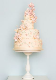 I am really becoming a BIG fan of Ms. Rosalind Miller. She has quote an eye & amazing talent.  ===  Floral Couture: Wedding Cake Trends | Rosalind Miller Luxury Wedding Cakes
