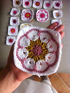 Crochet Mood Blanket 2014 - African Flower Square pattern ༺✿ƬⱤღ http://www.pinterest.com/teretegui/✿༻