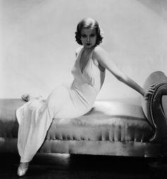 Jean Harlow  Surnommée Baby ou The Platinum Blonde, Jean Harlow fut l'une des premières icônes du glamour Hollywoodien, à l'image de son rôle dans The Red-Headed Woman, un film de Jack Conway paru en 1932.  Photo: George Hurrell/John Kobal Foundation/Getty Images